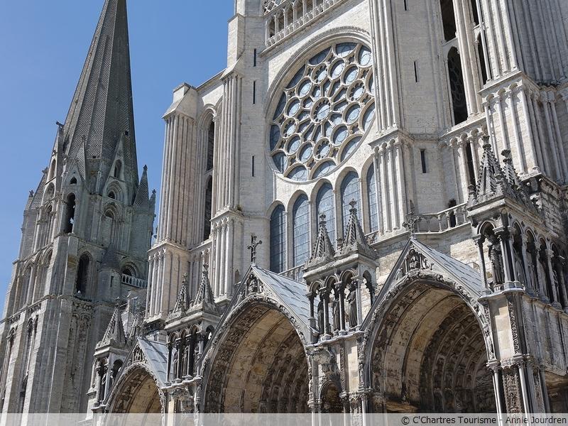 Cathédrale de Chartres, Bible de pierre - Bible de verre